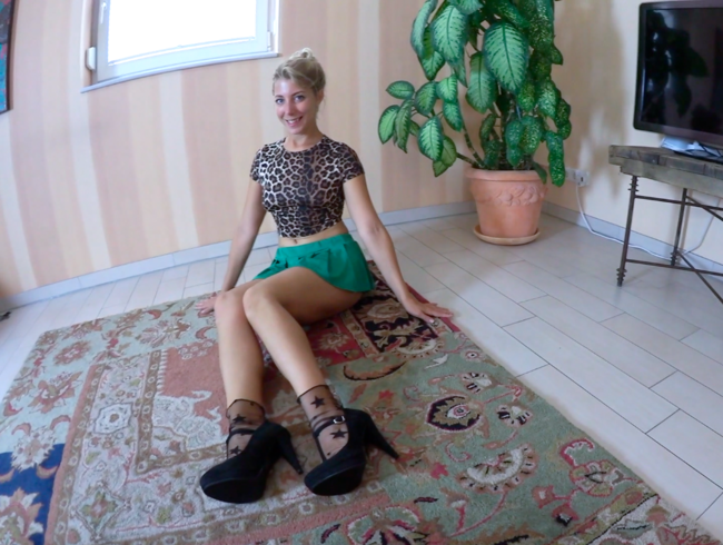 Sarah_Secret - HEELS-NYLONSÖCKCHEN-FÜSSCHEN-FOTZEN-FICK mit ÜBERRASCHUNG und SPERMA-FÜSSCHEN
