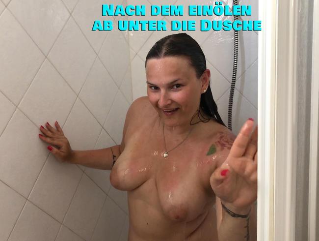 Video Thumbnail Nach dem einölen ab unter die Dusche