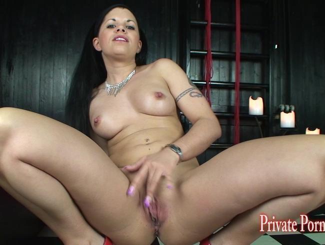 Video Thumbnail Studentin Amanda Jane tiefe Einblicke in die nasse Pussy - Teil 1 von 2