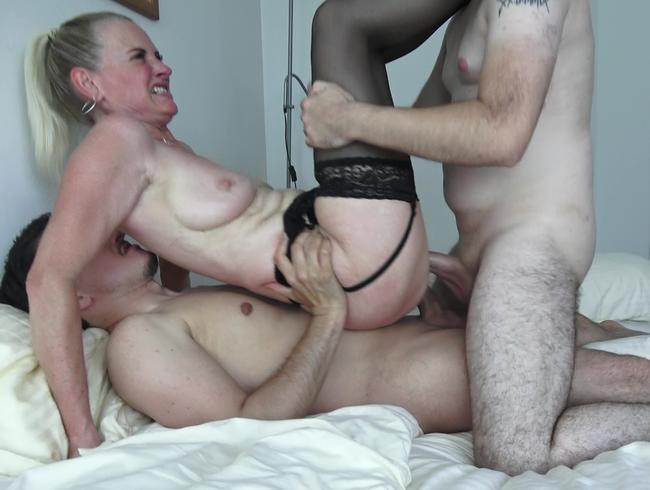 Video Thumbnail Der geilste Dreier mit Tina... alle Löcher wurden voll gespritzt