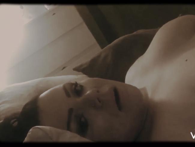 Video Thumbnail Einsam abends im Bett