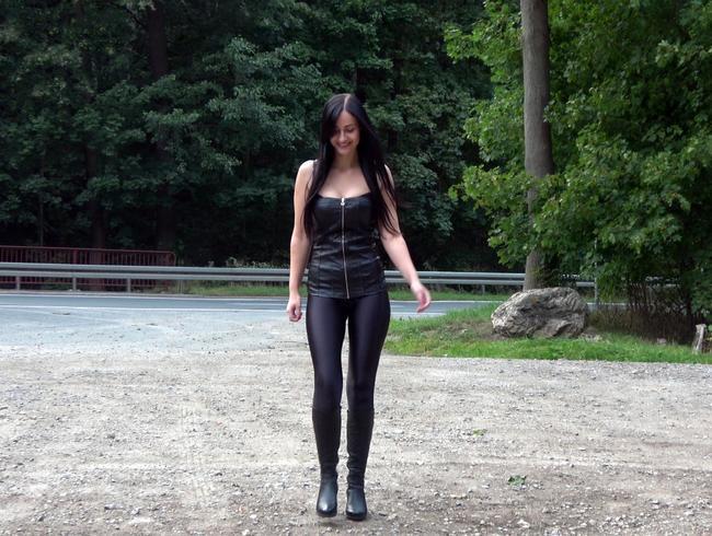 Video Thumbnail Die gebuchte Lederstiefelschlampe blank gefickt!!!