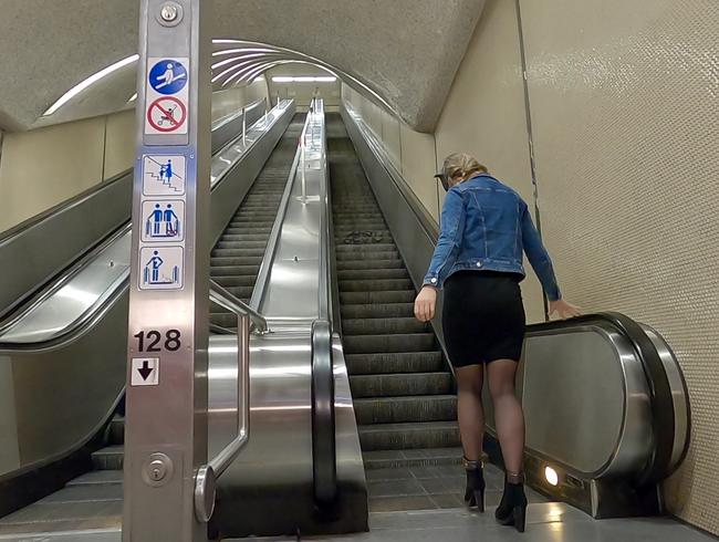 Video Thumbnail Public Piss Parade #3. Auf der Rolltreppe in der U-Bahn