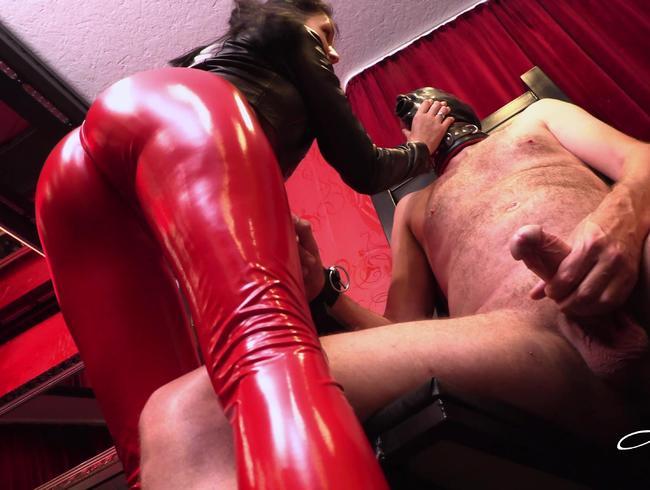 Video Thumbnail Auf dem Sklavenstuhl fixiert und kein Orgasmus