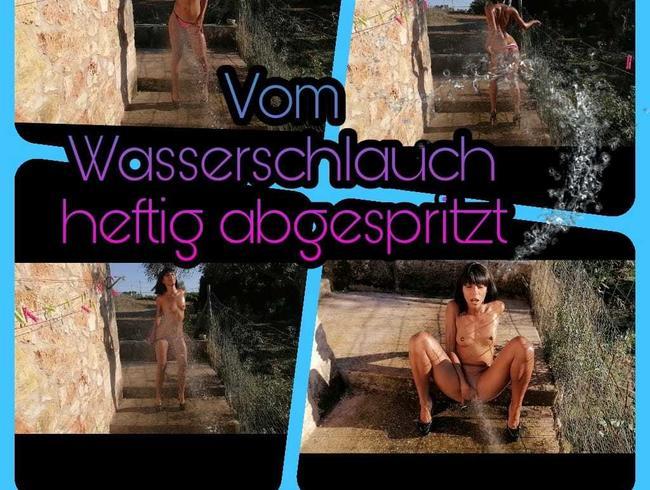 Video Thumbnail Vom Wasserschlauch heftig abgespritzt !!!