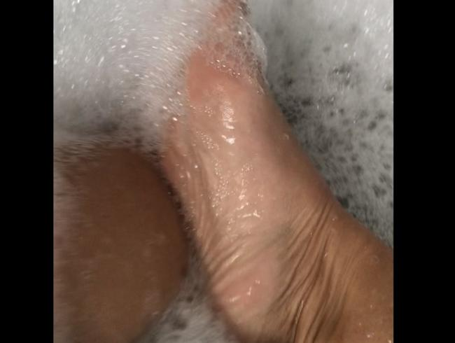 Video Thumbnail Füße im Schaumbad