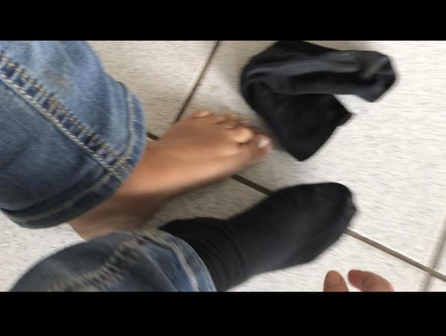 Video Thumbnail Socken ausziehen