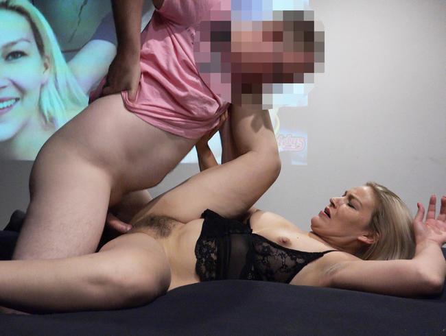 Video Thumbnail Live geschwängert vor Publikum im Pornokino