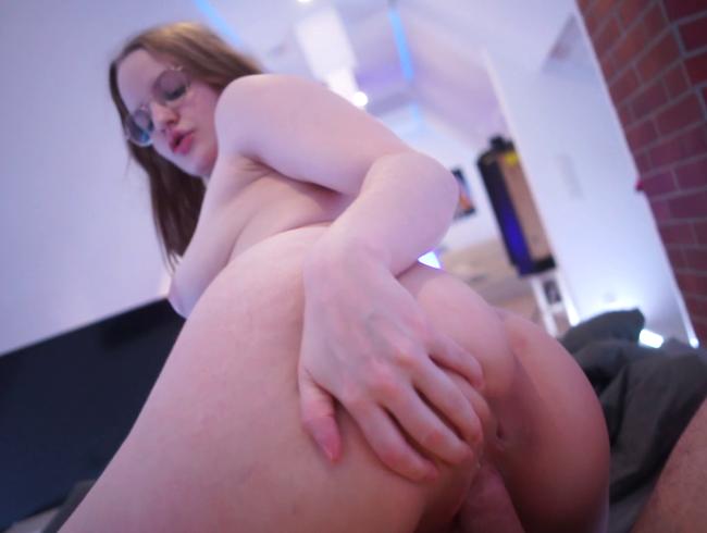 Video Thumbnail Heftigen zitter-Orgasmus mit Creampie gekrönt