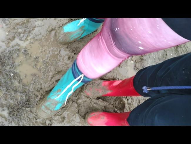 Video Thumbnail Gummistiefel Duo im Matsch LECK UNSERE STIEFEL SAUBER