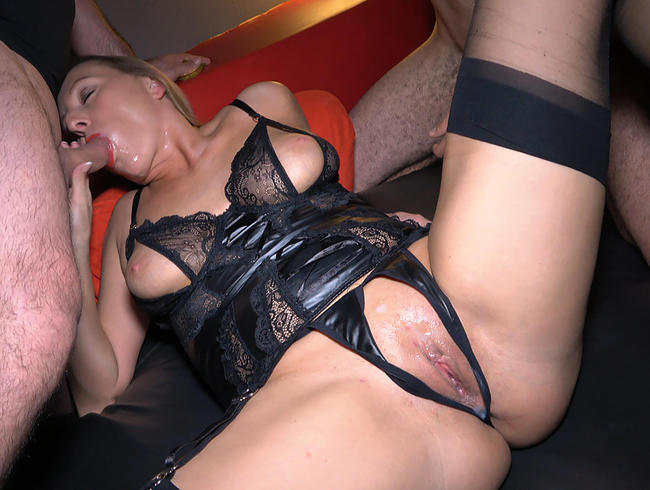 NatalieAlba - Spermaluder auf Tour 2