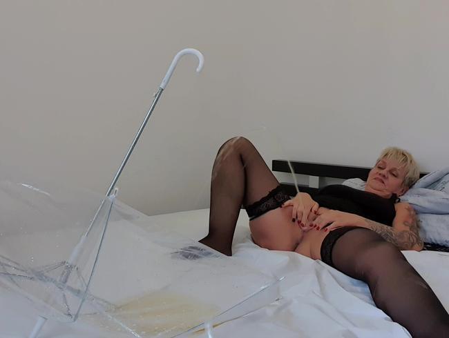 Video Thumbnail zielpinkeln auf dem Bett