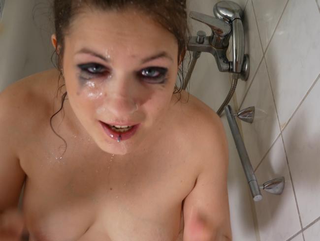 Video Thumbnail Ekelhaft: Sperma Gesicht sauber gepisst!