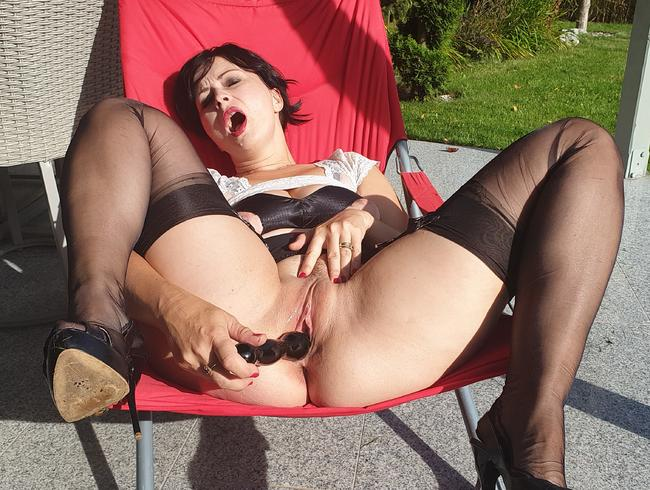 Video Thumbnail Outdoor-Fetischshow in schwarzen Nylons