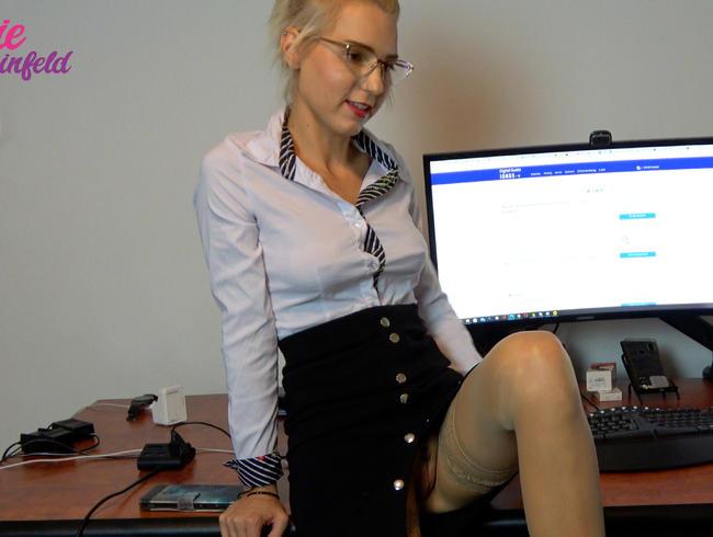 Video Thumbnail Büro FIck!! Schamlos Ausgenutzt !! Mega Creampie vom Cheff...