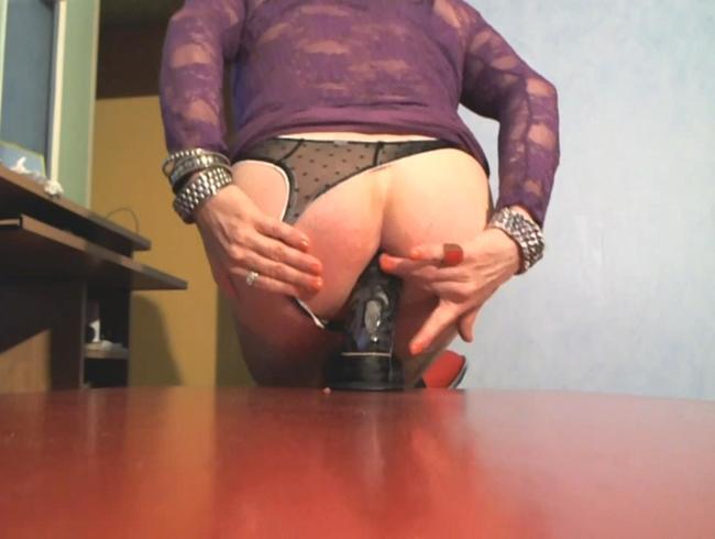 Video Thumbnail Sinnliche Mona - Anal tief den Dildo eingeführt !!!