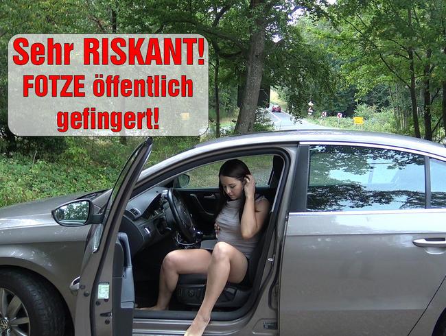 EmmaSecret - Sehr RISKANT! FOTZE öffentlich gefingert!