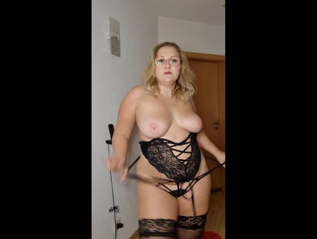 Video Thumbnail Striptease ... Rotes Kleid heisse schwarze Wäsche und Nylons