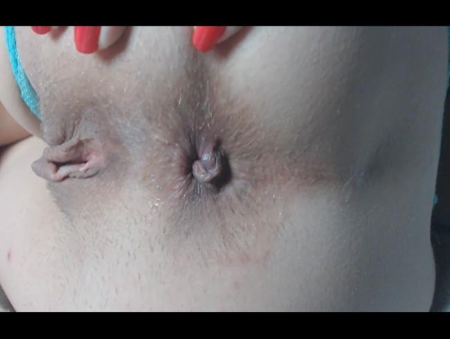 Video Thumbnail Leckeres rasiertes Arschloch Fingersatz, Rückseite Nahaufnahme. 2 Finger im super engen pulsierenden Arschloch