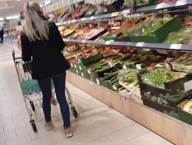 Video Thumbnail Schlampe! Schwanz aus dem Supermarkt besamt mich auf der Couch meines Freundes !!