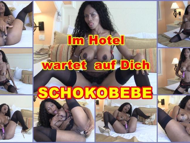 Video Thumbnail Im Hotelbett wartet Schokobebe auf Dich.