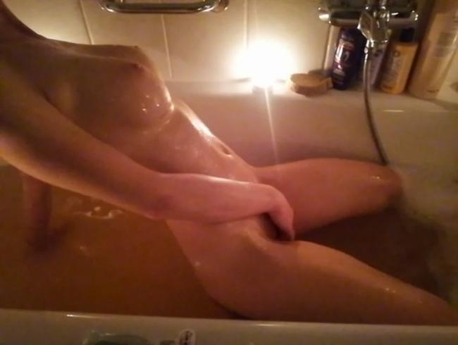 Video Thumbnail Allein in der Badewanne gespielt