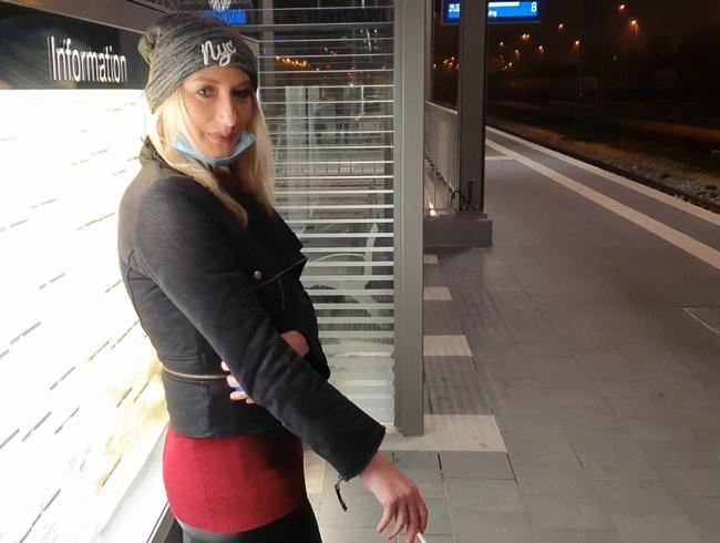 Video Thumbnail 18Jährigen Teen Schwanz am Bahnhof entjungfert !