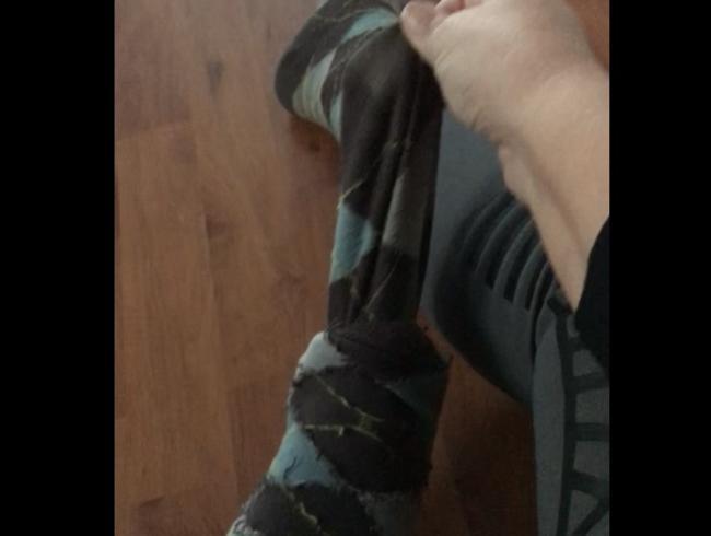Video Thumbnail Dreckige Reitsocken ausziehen.
