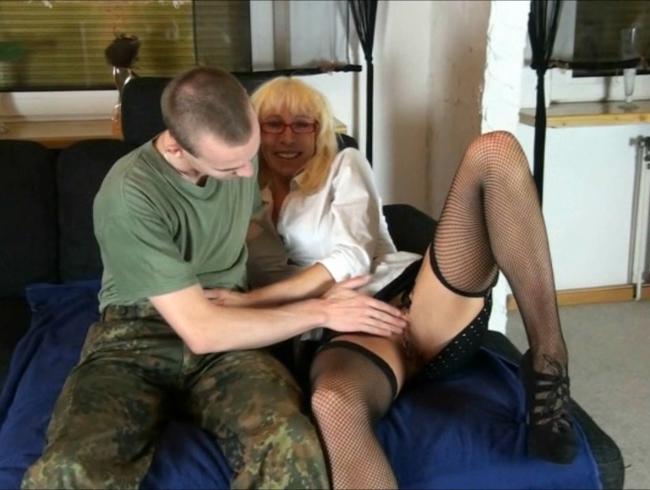Video Thumbnail Junger Soldat reife MILF