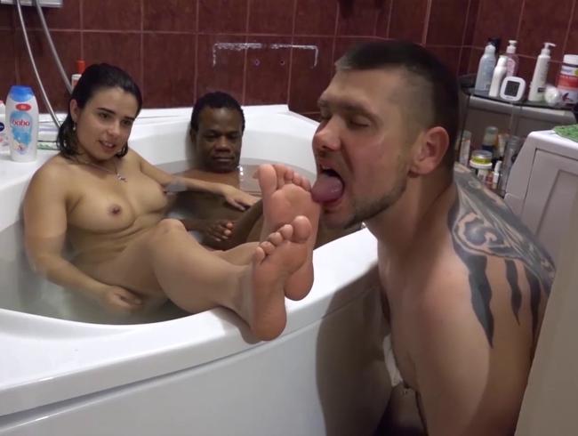 Video Thumbnail MEINE CUCKOLD HOME VIDEOS: GEBEN SIE UNS EINEN FUSSRUB CUCKY!
