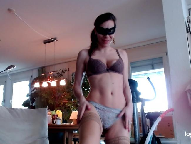 Video Thumbnail Dildo in die Muschi gesteckt und mit den Strumpf-Füssen massiert!!!