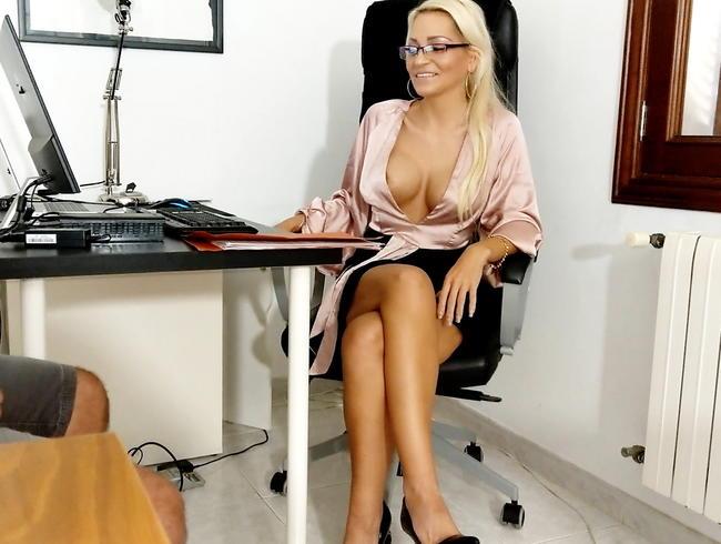 Video Thumbnail Skandal !! Geile Chefin fickt AO mit Umschüler vom Aa. !!!