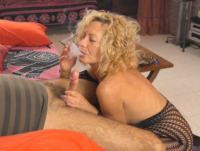 Video Thumbnail Wie man raucht und einen Blowjob macht, ohne die Fassung zu verlieren!
