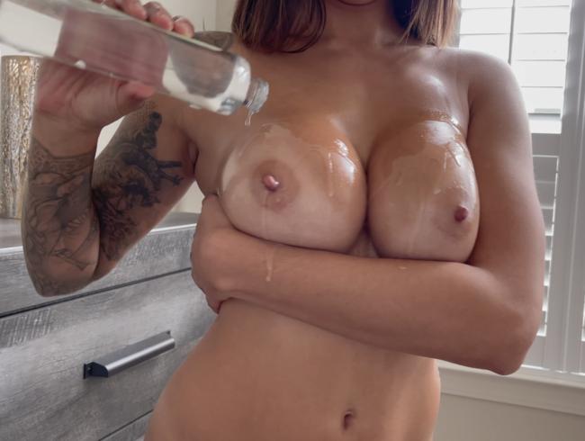 Video Thumbnail Öle meine Titten und Arsch in 4k