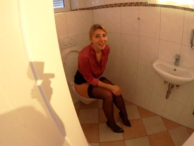 Video Thumbnail Vom CHEF durch die BÜROTOILETTE GEFICKT - VERBOTENER CREAMPIE
