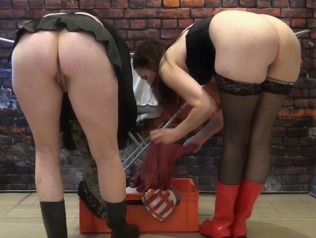 Video Thumbnail In Gummistiefel mit der Freundin Wäsche aufgehangen - Beobachte uns heimlich