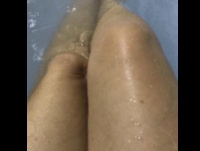 Video Thumbnail Badewanne, lange Beine