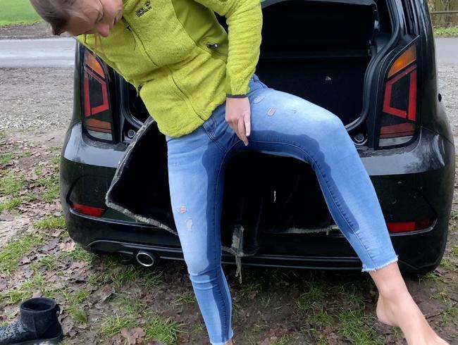 Video Thumbnail Outdoor in die Jeans GEPISST!