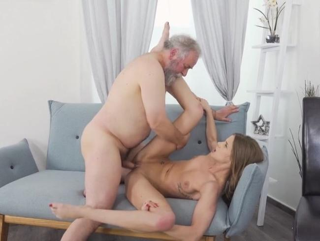 Video Thumbnail Mein Stief-Opa will Sex 69 Geburtstag!!! Teil 2