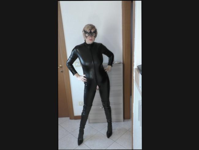 Video Thumbnail PVC Catsuit und Stiefel posieren