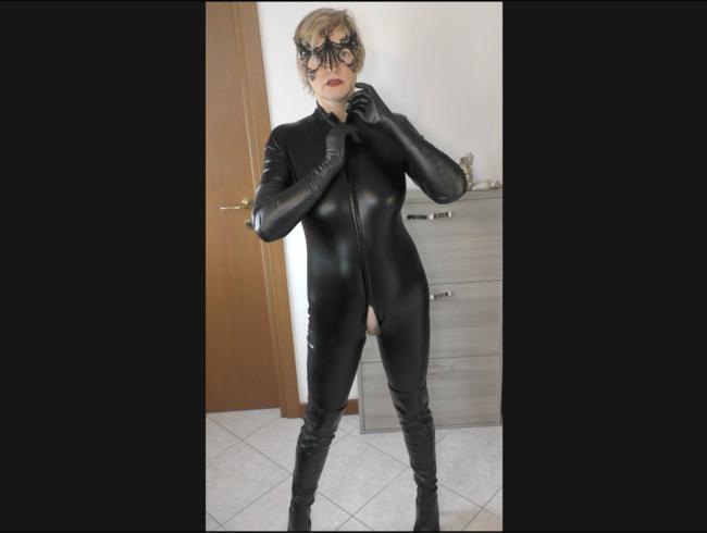 Video Thumbnail PVC Catsuit, lange Handschuhe und Stiefel posieren