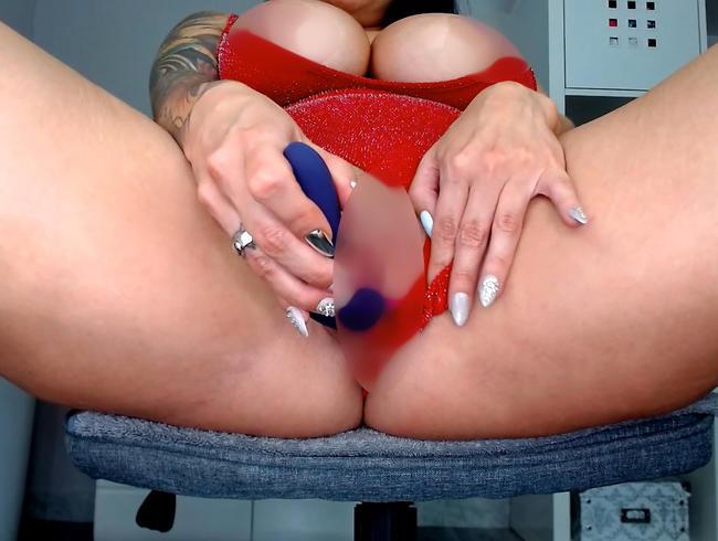 Video Thumbnail Geile Selbstbefriedigung im roten Body