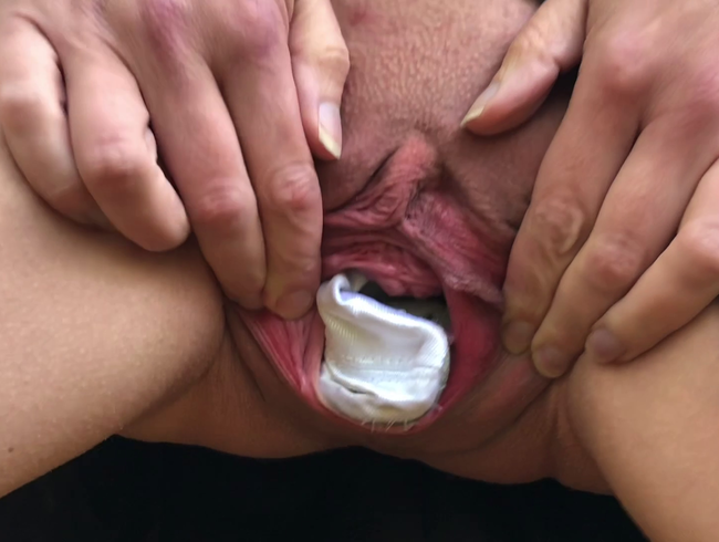 Video Thumbnail Schläppchen zum Muschi dehnen und Reinpissen (Userwunsch)