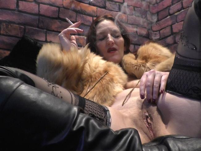 Video Thumbnail Rauchen im Pelzmantel mit Dirty Talk