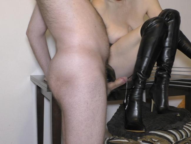 Video Thumbnail Lange Handschuhe necken Handjob und Sperma auf Stiefeln