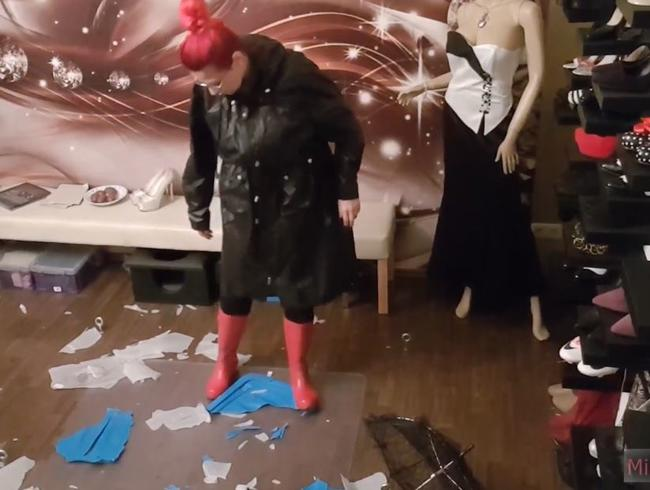 Video Thumbnail Rubber Boots Crushing