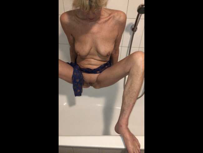 Video Thumbnail Geil in die Wanne gepisst