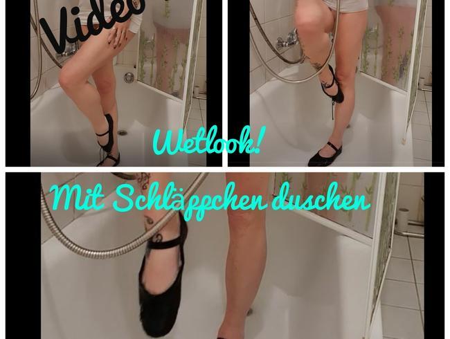 Video Thumbnail Wetlook! Mit Schläppchen unter der Dusche...