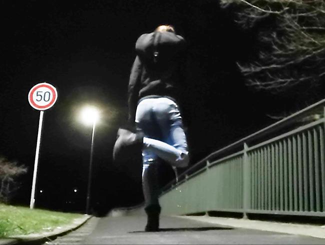 Video Thumbnail Jeans Outdoor Benetzung bei Dunkelheit