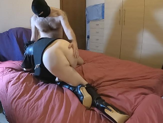 Video Thumbnail Devote Schlampe masturbierte gekreuzte Beine im Lederoutfit